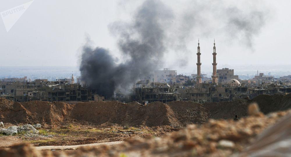 Ostrzał pozycji Daesh w Deir ez-Zor