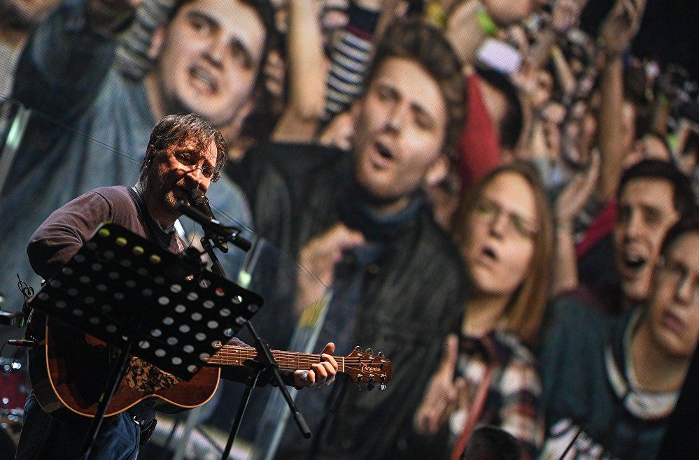 Lider DDT Jurij Szewczuk na koncercie w Moskwie, marzec 2017