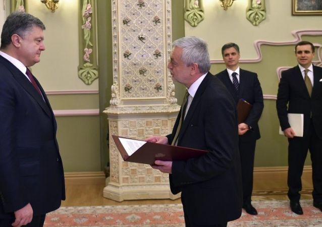 Ambasador RP w Kijowie Jan Piekło z prezydentem Ukrainy Petrem Poroszenką