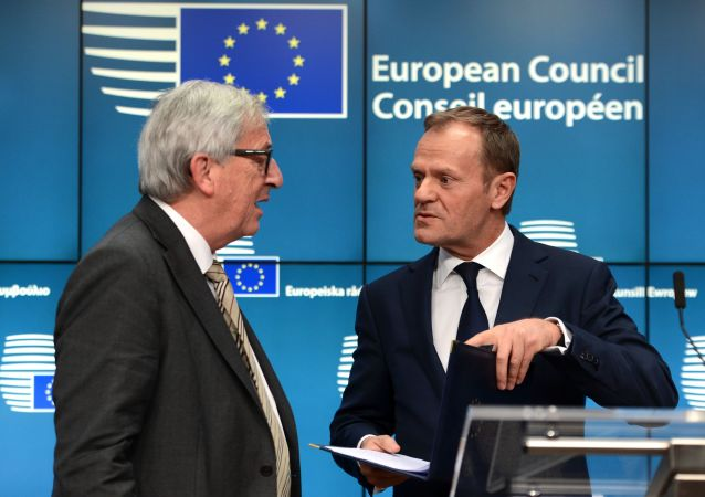 Szefowie Komisji Europejskiej i Rady Europejskiej, Jean-Claude Juncker i Donald Tusk