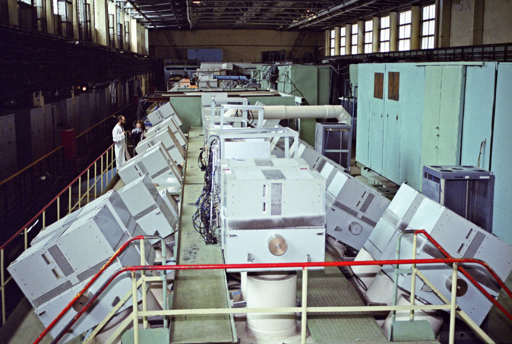 Akcelerator protonów w mieście Protwino w obwodzie moskiewskim. Protwino założono w roku 1960 jako osiedle pracownicze. Było to miejsce tajne, dostępne tylko ze specjalną przepustką. Miało kryptonim Sierpuchow–7.