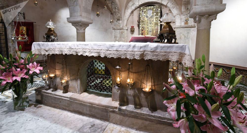 Kaplica z relikwiami św. Mikołaja w bazylice papieskiej w Bari