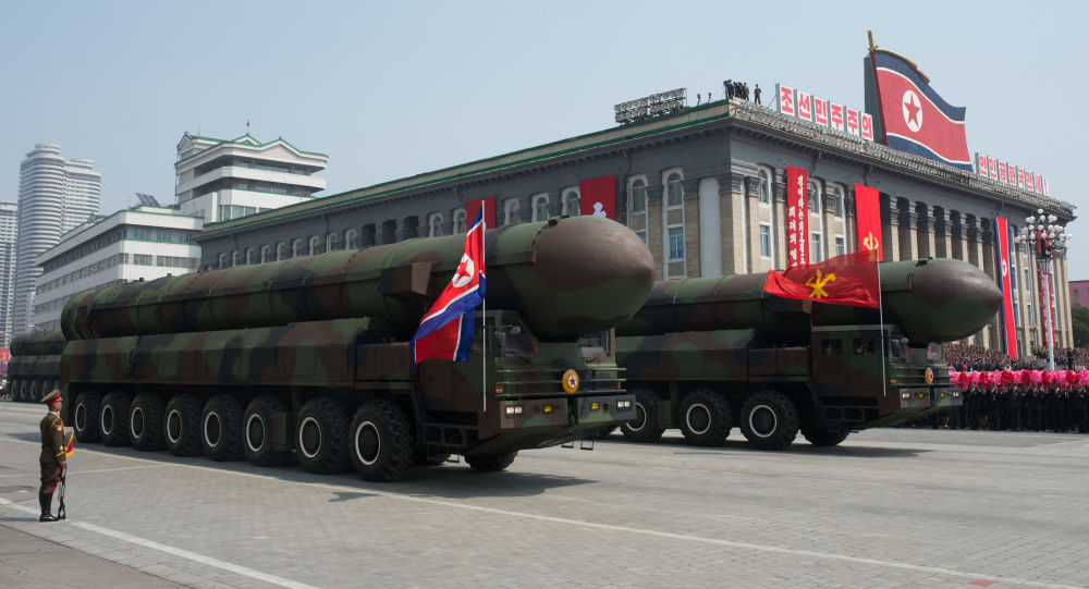 Wyrzutnie międzykontynentalnych rakiet balistycznych Koreańskiej Armii Ludowej podczas parady z okazji 105. rocznicy urodzin Kim Ir Sena