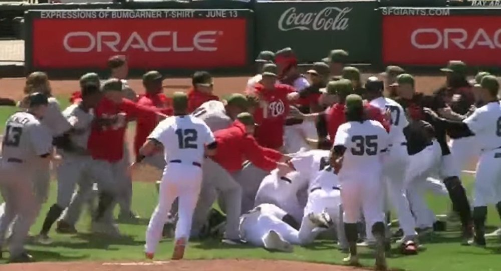 Na meczu baseballowym w USA doszło do masowej bijatyki