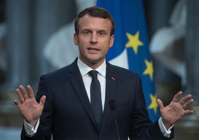 Prezydent Francji Emmanuel Macron podczas konferencji prasowej w Paryżu