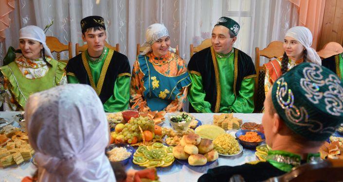 Uczta u rodziny we wsi Burbasz, Tatarstan