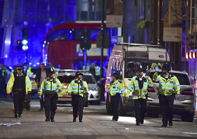 Londyńska policja na Borough High Street