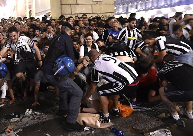 Do 1400 wzrosła liczba osób, które odniosły obrażenia w wyniku paniki, jaka wybuchła w Turynie w trakcie oglądania finału Ligi Mistrzów