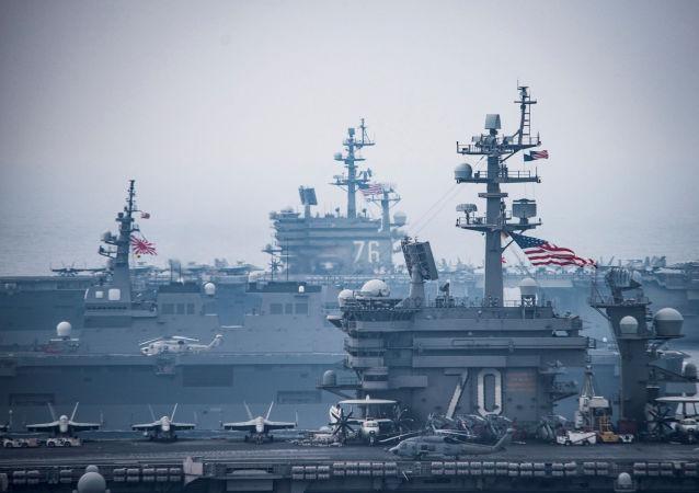 "Lotniskowce ""Carl Vinson"" i ""Ronald Reagan"" podczas ćwiczeń na Morzu Japońskim"