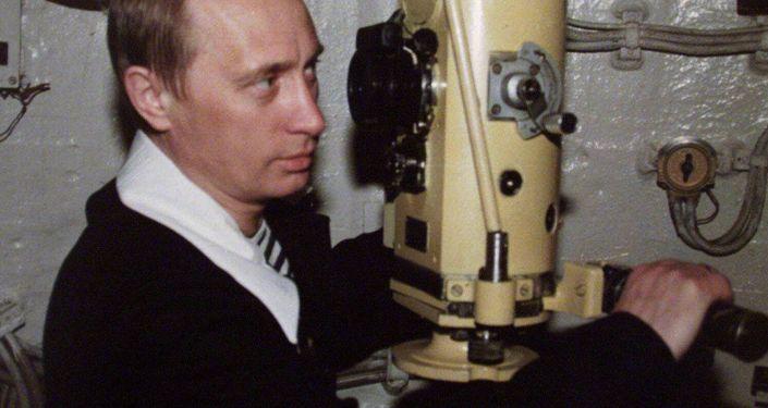 Prezydent Rosji Władimir Putin podczas wizyty na atomowej łodzi podwodnej Floty Północnej. Zdjęcie archiwalne