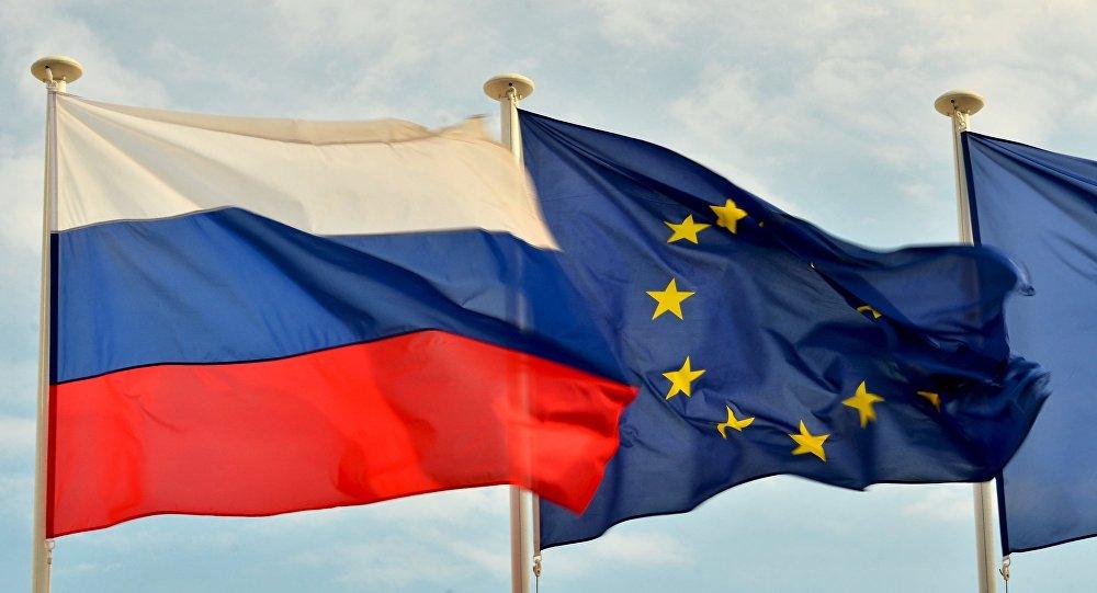 Rosyjska i unijna flagi