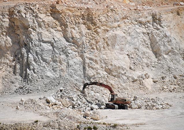 Wydobycie bazaltu na terenie cementowni na przedmieściach syryjskiego miasta Tartus.