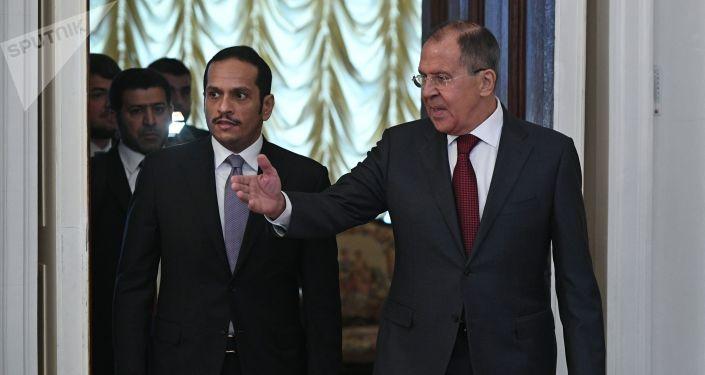 Minister spraw zagranicznych Kataru Hamad bin Jassim bin Jaber Al Thani  i minister MSZ Rosji Siergiej Ławrow