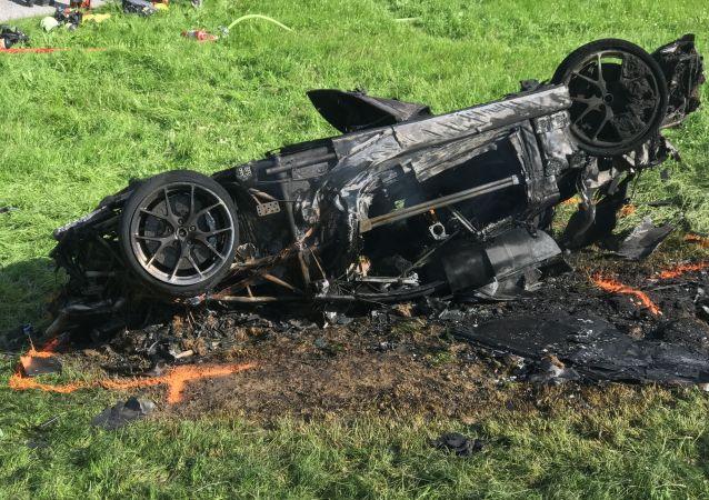"""Były prezenter programu motoryzacyjnego """"Top Gear, Richard Hammond, miał wypadek samochodowy w Szwajcarii podczas kręcenia nowego programu"""