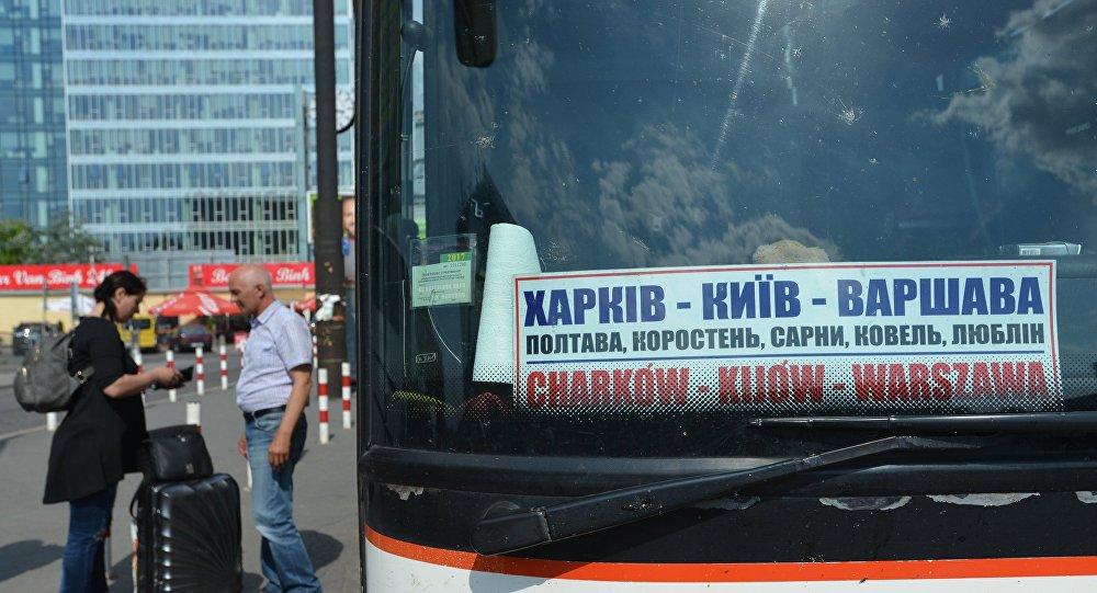 Autobus relacji Charków-Kijów-Warszawa na dworcu Warszawa Zachodnia. Od 11 czerwca Ukraińcy mogą wjeżdżać do UE bez wizy
