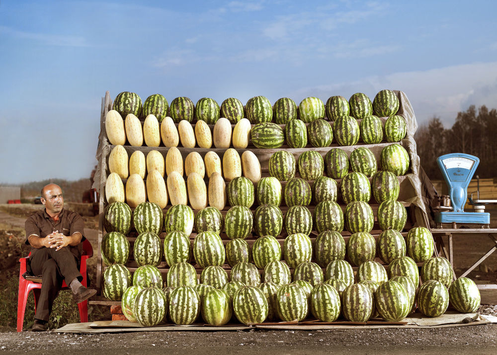 Zdjęcie Melons (Melony) niemieckiego fotografa Franka Herforta z cyklu Russian Fairy Tales (Rosyjskie bajki).