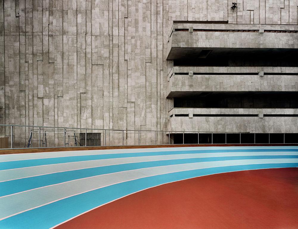 Zdjęcie Stadion niemieckiego fotografa Franka Herforta z cyklu Russian Fairy Tales (Rosyjskie bajki).