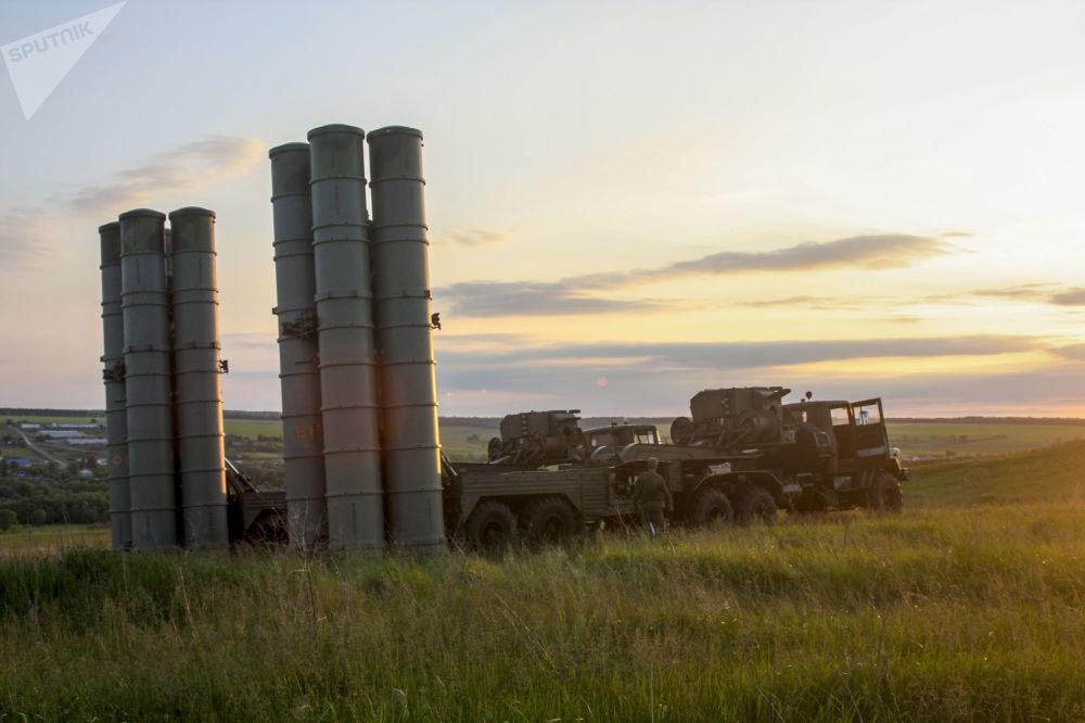 Manewry rosyjskich rakietowych systemów przeciwlotniczych S-300