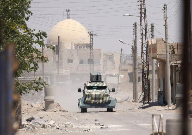 Sprzęt wojskowy Demokratycznych Sił Syryjskich w prowincji Rakka