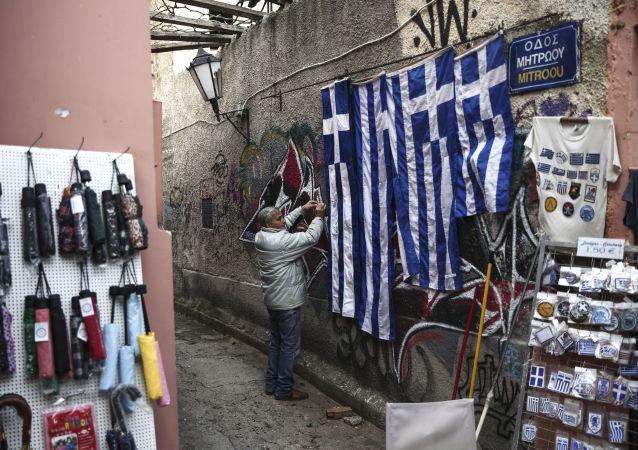 Sprzedawca sklepu z pamiątkami w Atenach