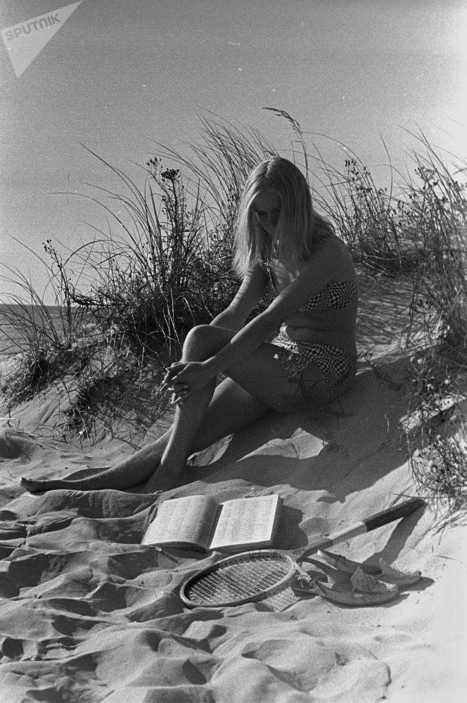 Dziewczyna na wybrzeżu w Rydze