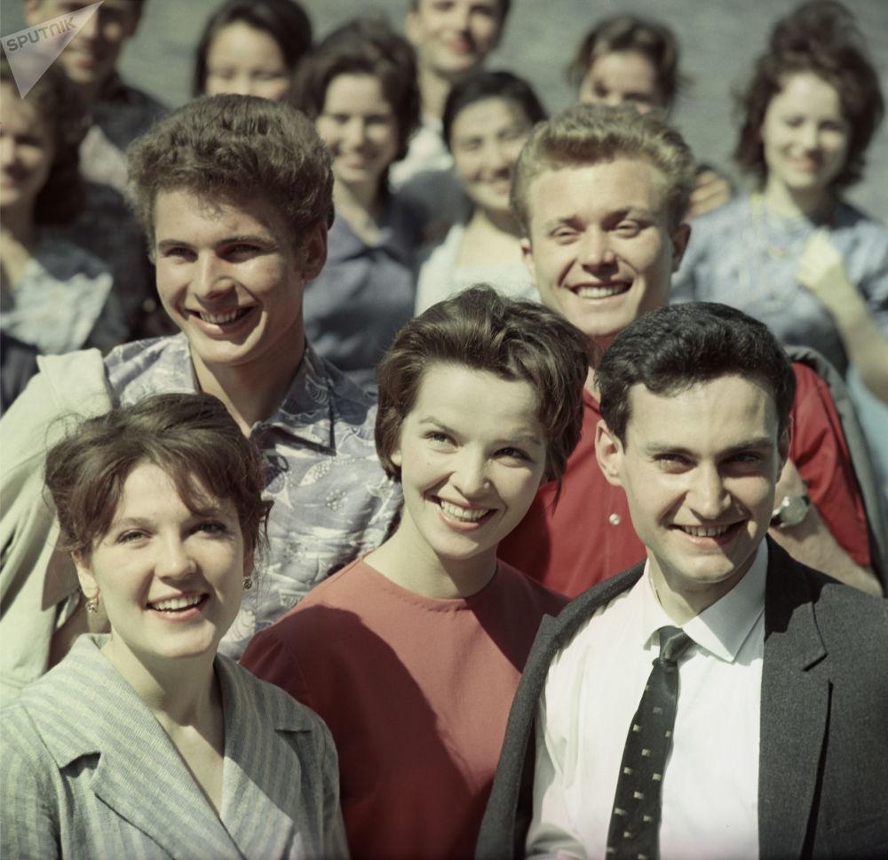 Grupa studentów w latach 60.