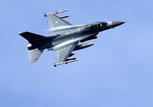 Amerykański myśliwiec F-16