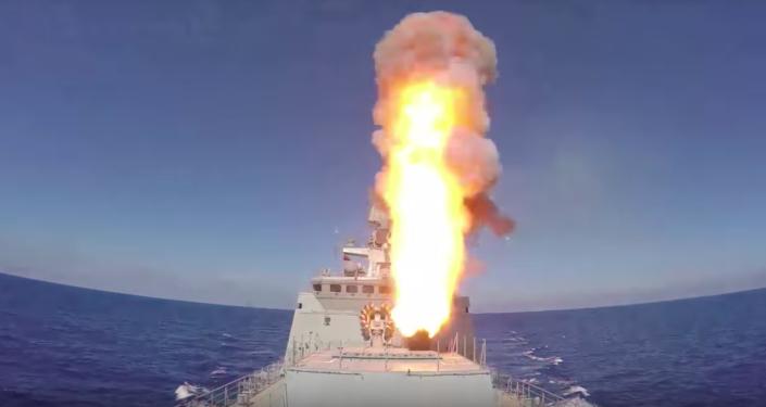 Rosyjskie okręty ostrzelały pociskami rakietowymi pozycje PI w Syrii