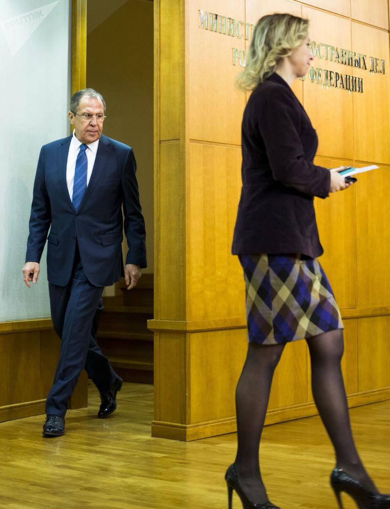 Szef rosyjskiego MSZ Siergiej Ławrow i rzeczniczka resortu Maria Zacharowa w Moskwie.