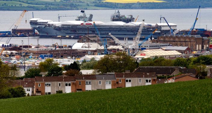 """Największy okręt Królewskiej Marynarki Wojennej Wielkiej Brytanii lotniskowiec """"Queen Elizabeth"""""""