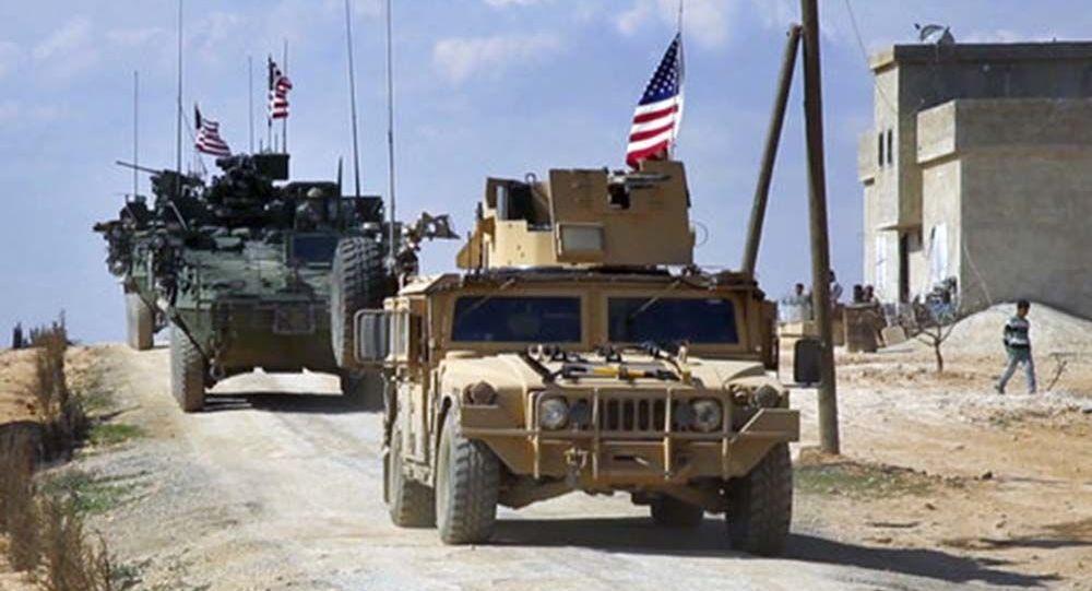 Amerykański patrol w syryjskim mieście Manbij w prowincji Aleppo
