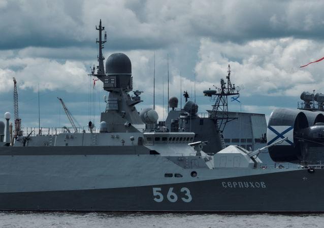 """Mały okręt rakietowy """"Sierpuchow"""", projektu 21631 na Międzynarodowym Salonie Morskiej Techniki Wojskowej w Sankt Petersburgu"""