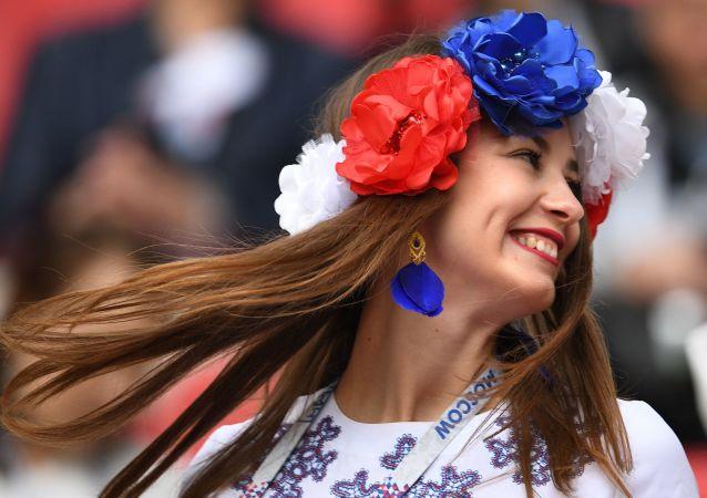 Fanka reprezentacji Rosji przed rozpoczęciem meczu Pucharu Konfederacji 2017 w piłce nożnej między reprezentacjami Meksyku i Rosji