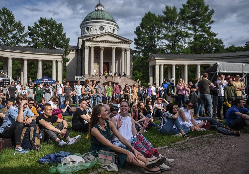 Goście XIV Międzynarodowego Festiwalu Usad'ba Jazz w muzeum folwarku Archangielskoje.