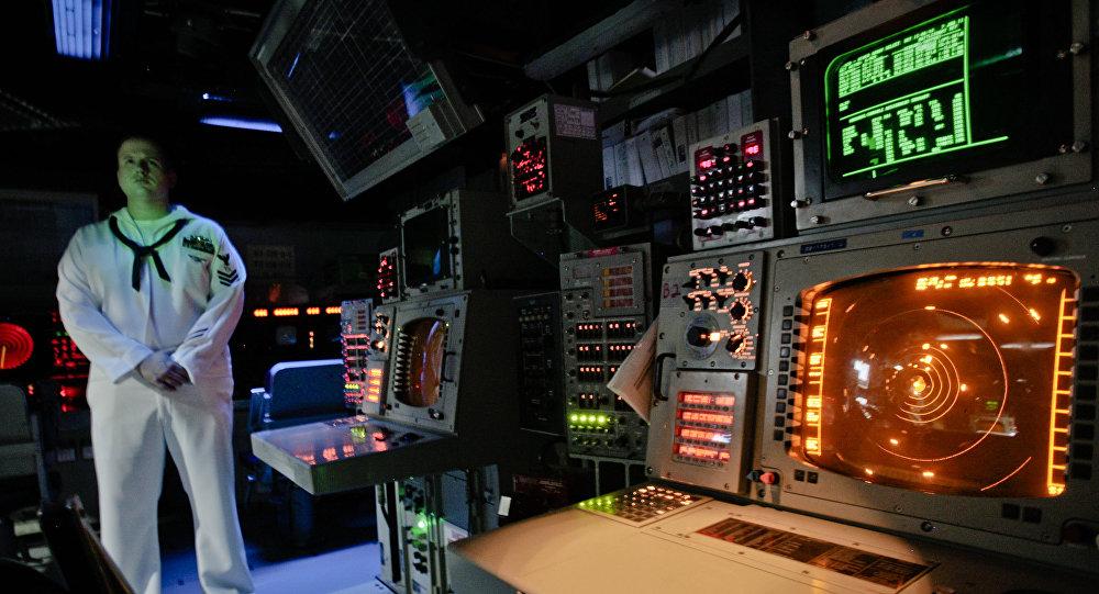 Panel sterowania na amerykańskim krążowniku rakietowym USS Monterey