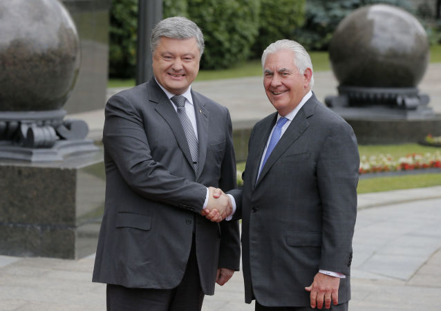 Petro Poroszenko i Rex Tillerson podczas spotkania w Kijowie
