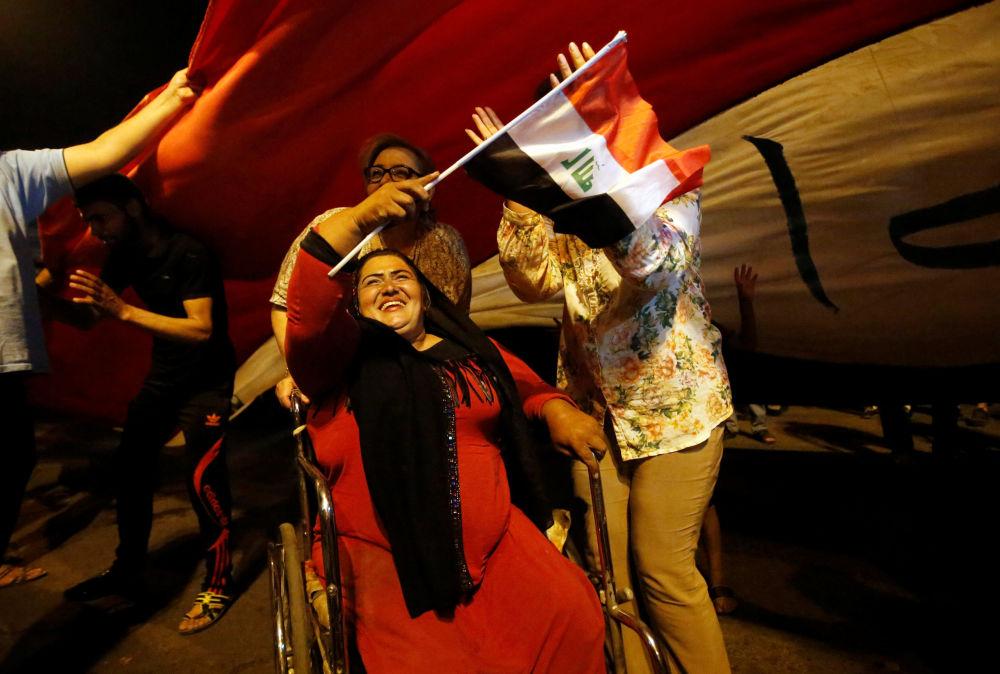 Mieszkańcy Iraku świętują wyzwolenie Mosulu w Bagdadzie