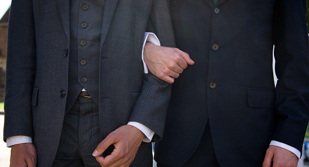 W Rosji małżeństwa homoseksualne nie są legalne, ale znaleziono wyjście – pary pobierają się w Europie i wracają do kraju