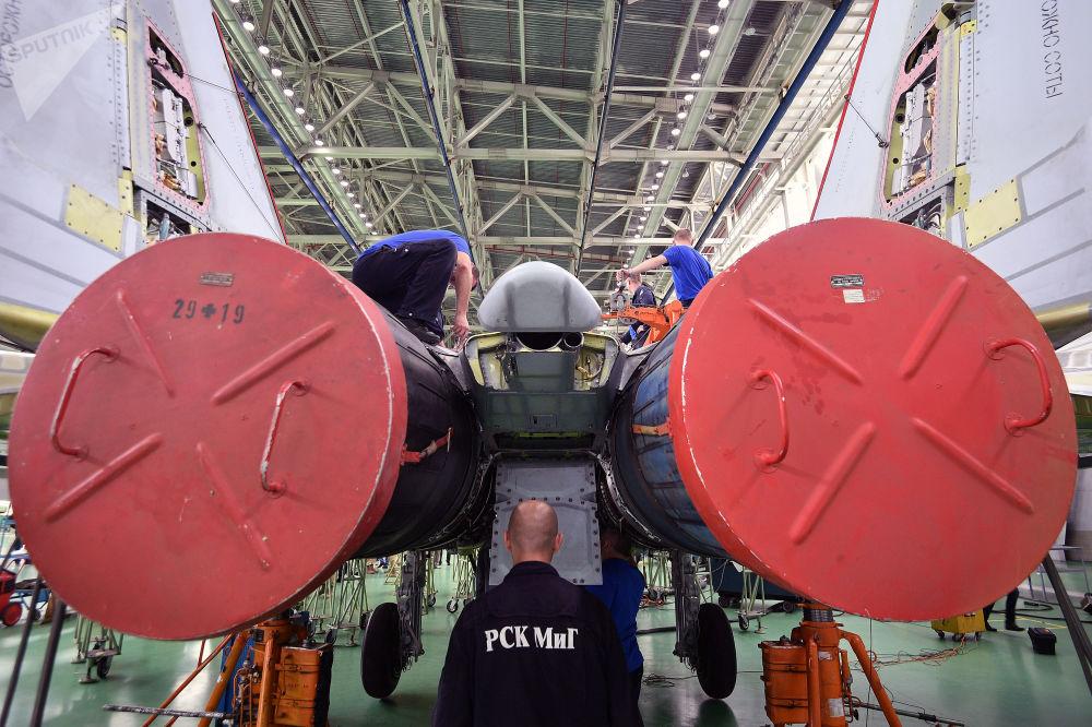 Hala montażowa wielozadaniowych myśliwców MiG-29.