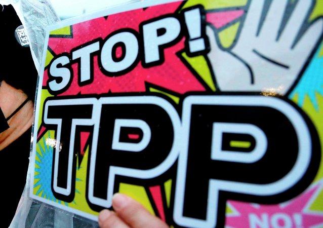 Plakat przeciwko Partnerstwu Transpacyficznemu