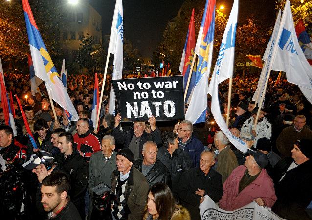 Demonstracja przeciwko NATO