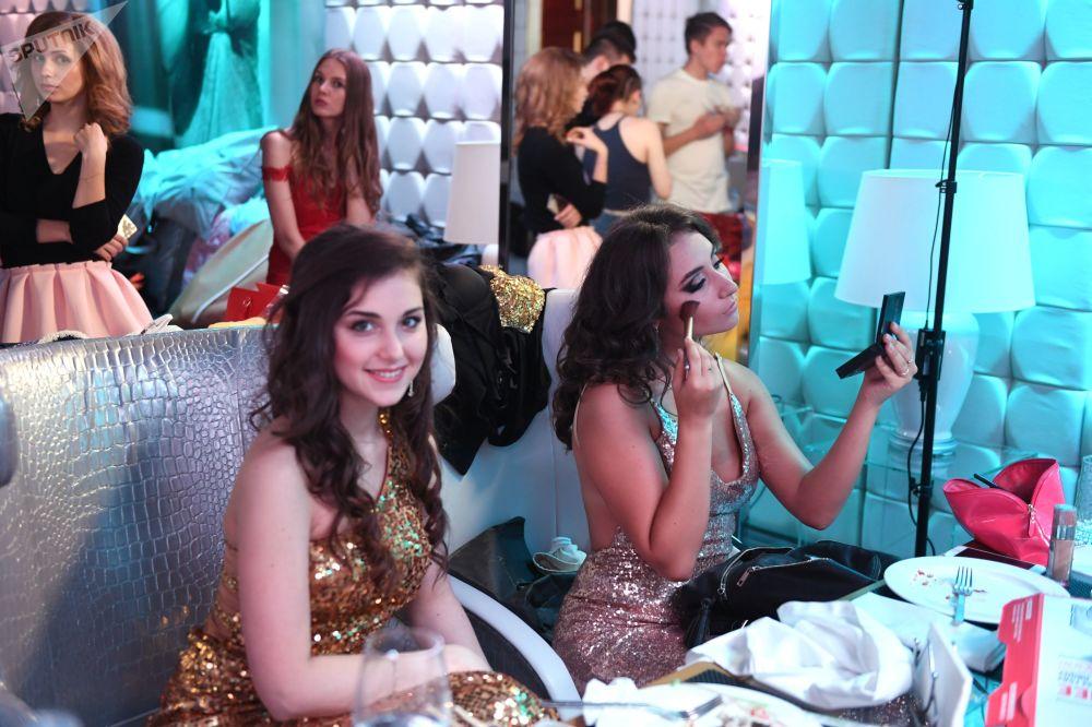Przygotowania do występu w talent show Miss Moskwy.