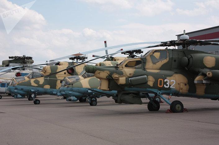 Mi-28 i Mi-24 na terenie Fabryki Śmigłowców im. Michaiła Mila