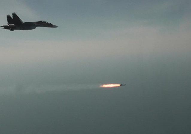 Ćwiczenia pilotów rosyjskich myśliwców Su-30SM.