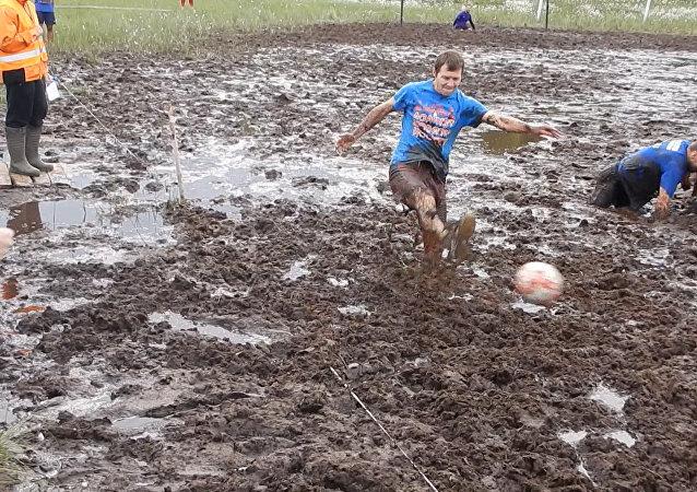 Piłka nożna w błocie