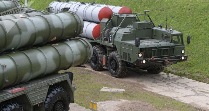 """Systemy obrony powietrznej S-400 """"Triumf"""" podczas ćwiczeń w obwodzie moskiewskim"""
