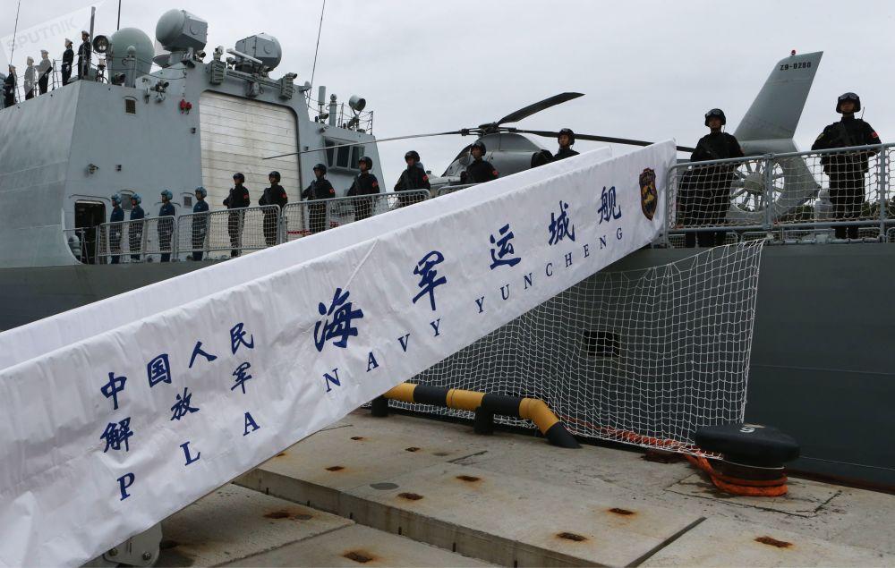 Fregata wojskowa Yuncheng wojenno-morskich sił Chin przybyła do portu w Bałtyjsku