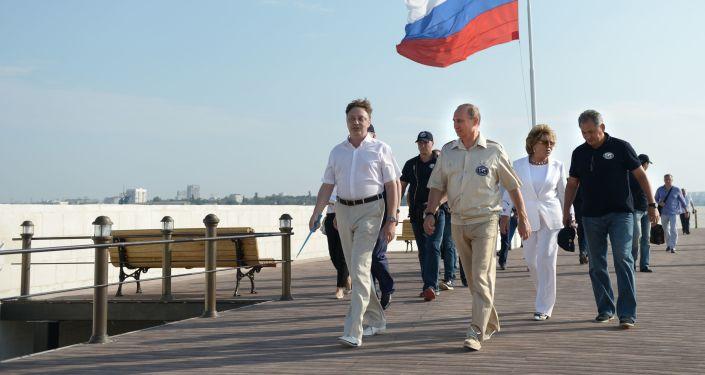Walentyna Matwijenko, Władimir Putin, Siergiej Szojgu na Krymie