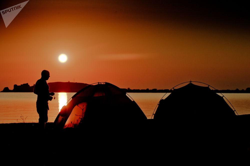 Wczasowicze nad brzegiem Morza Azowskiego
