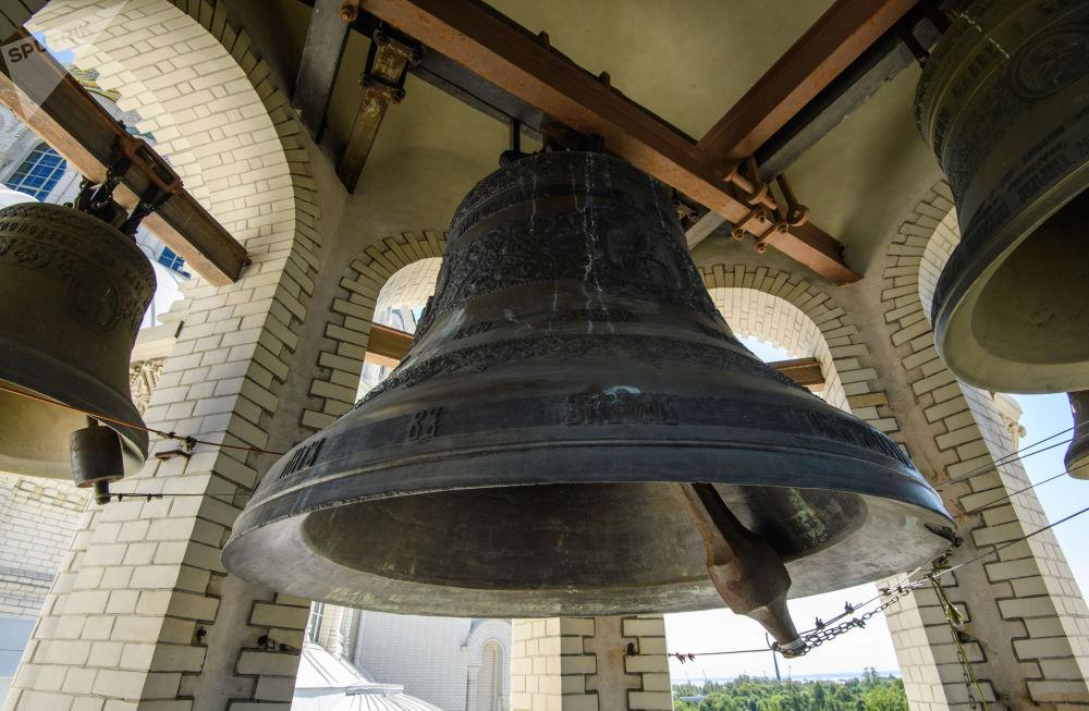 Latem 1929 roku świątynia została zamknięta, a na placu Jakornym przed Soborem zebrał się antyreligijny miting, podczas którego uroczyście zrzucono z soboru krzyże i dzwony.